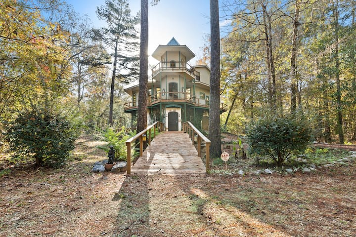 Stunning 3 bdrm. River Paradise on 7 acres!