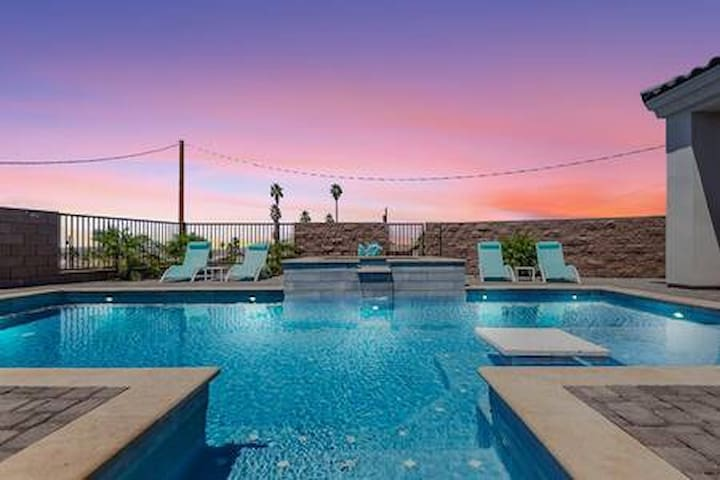 Gorgeous Pool Home/Outdoor Kitchen and RV Garage!