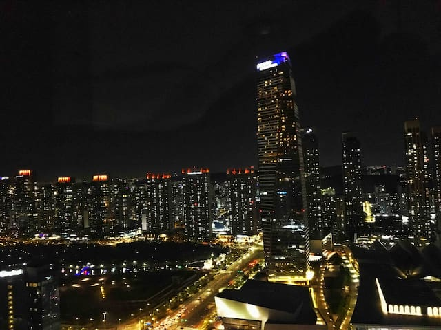 Awesome night view on the 41st floor, Song-do city