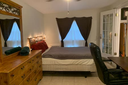 Private room with personal sink near MCO!