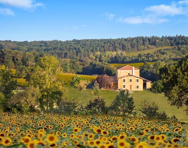 Castelnau d'Angles的民宿