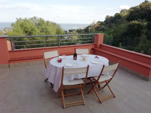 Villa Belvedere, lovely location with seaview
