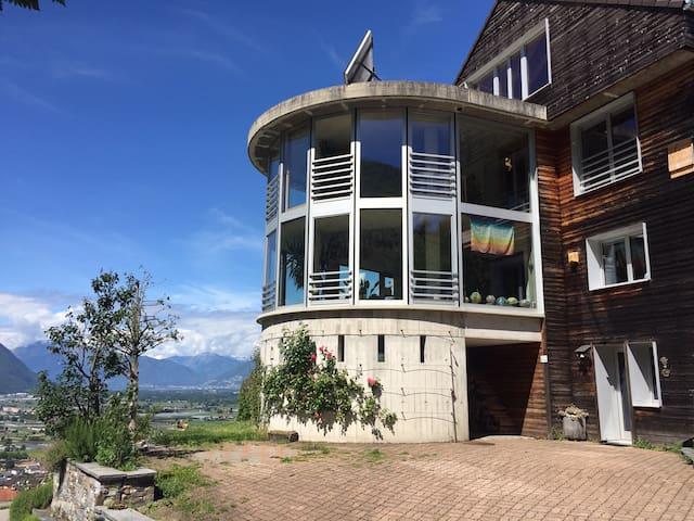 Camorino的民宿