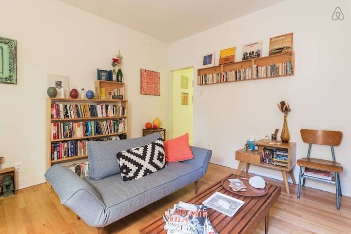Beautiful little bedroom + private living room