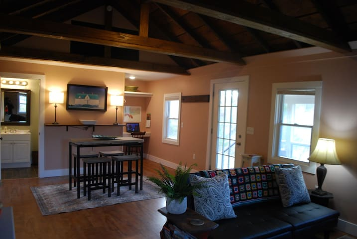 The Sawmill Cottage-  Near Old Rag Mtn with views