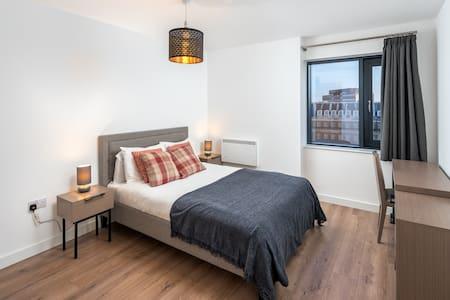 Lovely 2 bed 2 bath Flat in Birmingham