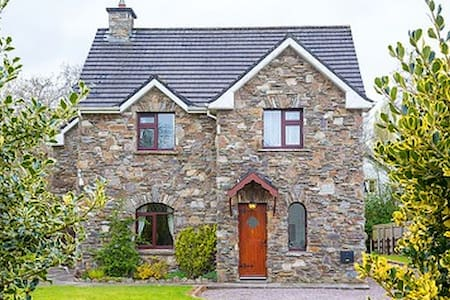 Killarney Town, - Mahonys Cottage, Co. Kerry
