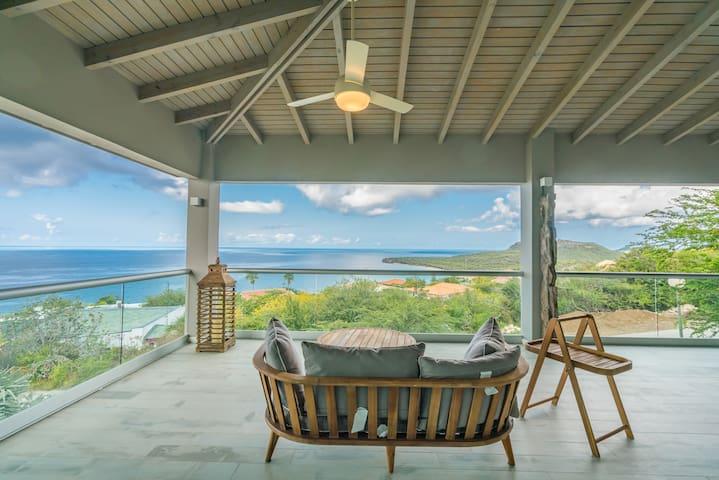 Unique villa with pool on the Caribbean sea