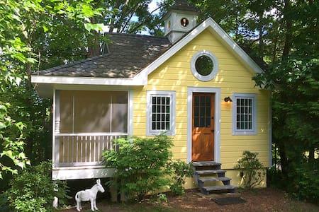 Little Yellow Cottage New Paltz - Kitchen wash/dry
