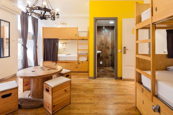 Yes! Lisbon Hostel 6 Bed Mixed Dorm Ensuite