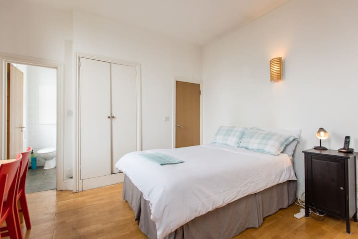 Studio Covent Gdn near Leicester sq theatres etc