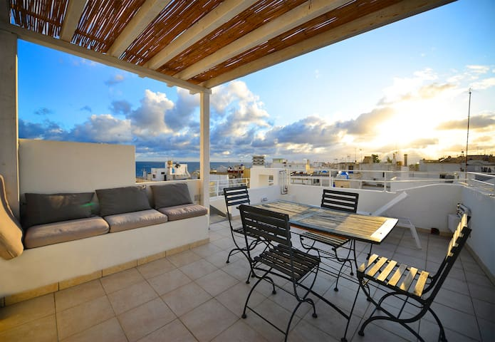 ★Spacious Apt, Panoramic Roof Terrace, Sea Views!★