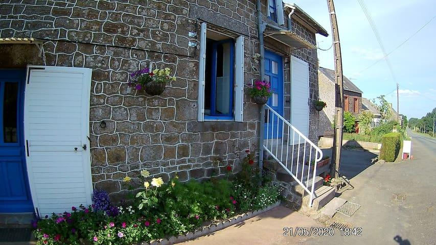 Saint-Mars-sur-Colmont的民宿