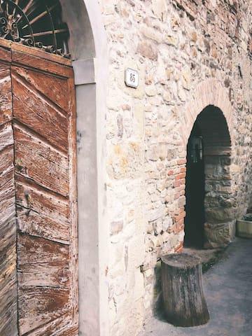 Canossa Reggio Emilia的民宿