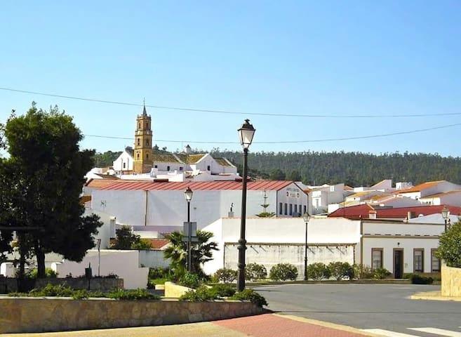Villanueva de los Castillejos的民宿