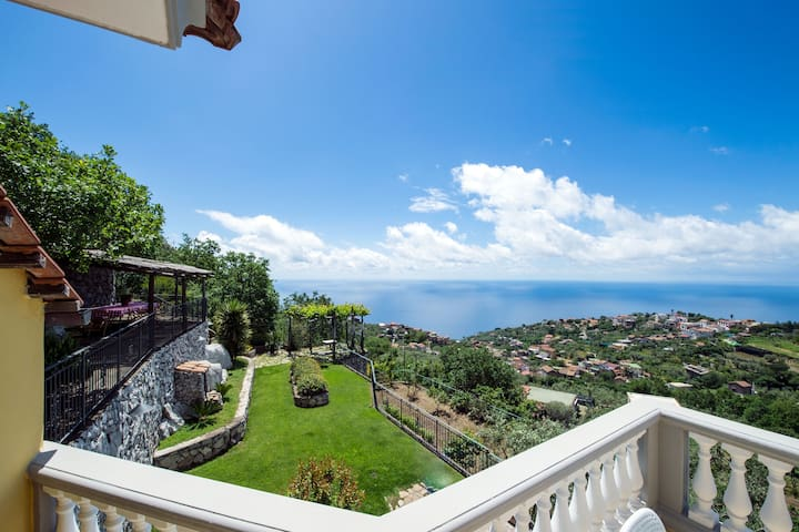Villa Turtle with sea view and pool