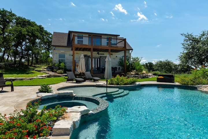 Hill country poolside cottage / thousand acre view