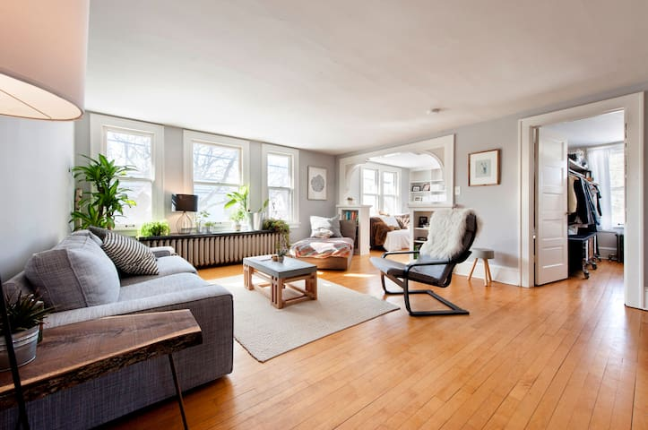 Sunny Private Loft with SAUNA, Mpls Arts District!