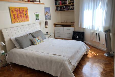Excellent bedroom at great location in Copacabana.