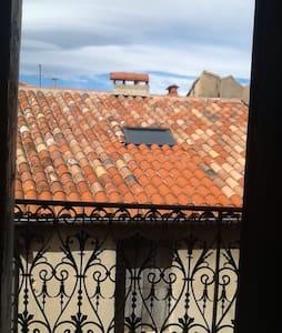 Chambre avec balcon en centre ville