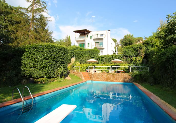 Villa with private pool near Rome: relax in nature