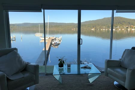 E Gosford Waterfront level of property V private