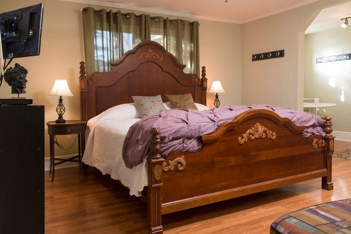 Your Brevard Bedroom-Walk to Town!
