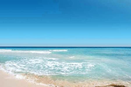 Chasing Sunshine at Lido Key - 1 block from Beach!