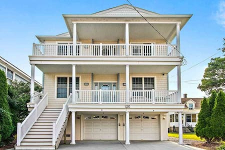 4 Bedroom 2 Bath Condo 2 Blocks from Beach