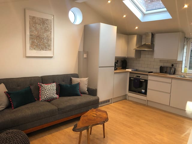 Luxury 1 bed perfect for airport & city transport