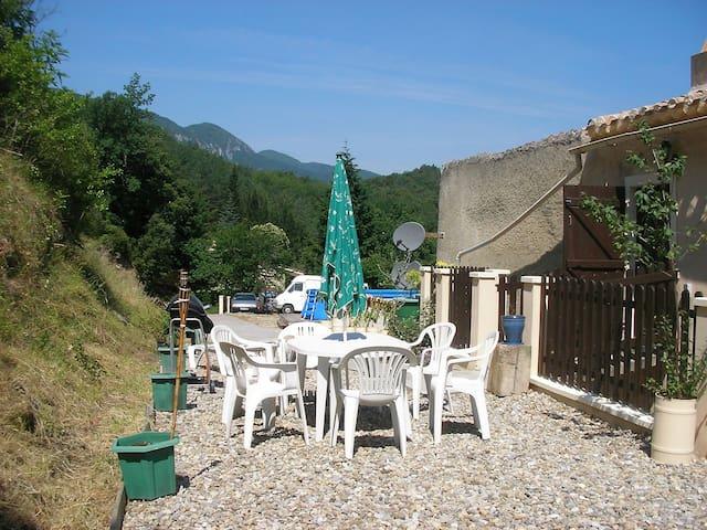 Belvianes-et-Cavirac的民宿