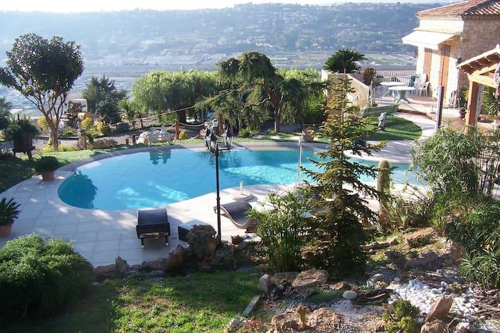 Calm Estate w/ Sea View over Nice