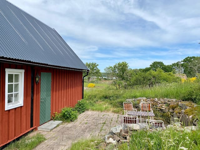 Seafront cottage in stunning nature reserve!