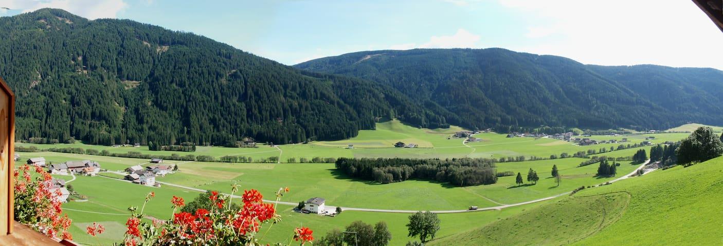 Colle di Sopra的民宿