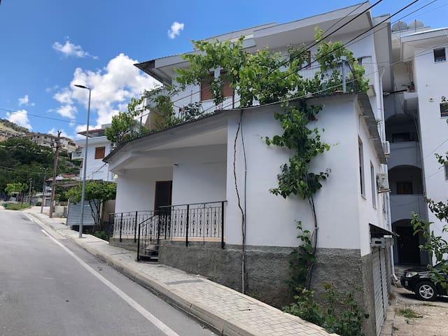 Gjirokastër的民宿