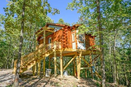 Mountain Air Treehouse