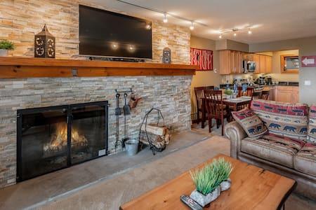 Renovated Ski On/Ski Off 2-Bedroom w/Fireplace