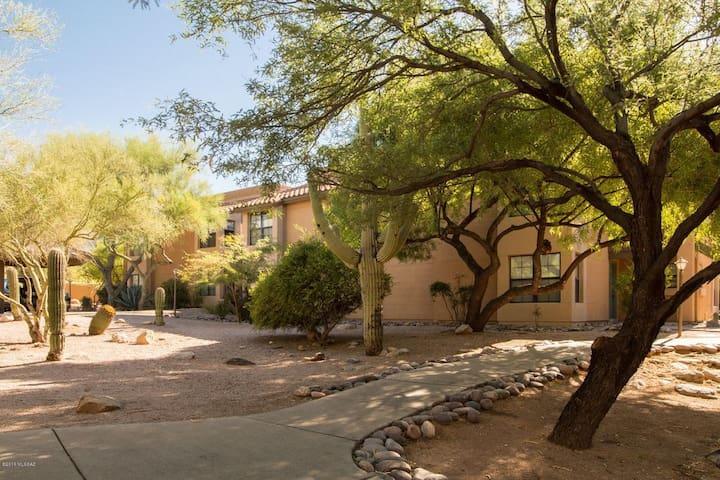 Beautiful 2BR Resort-Like Catalina Foothills Condo