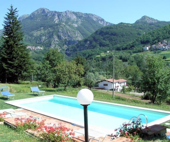 Villa Collemandina的民宿