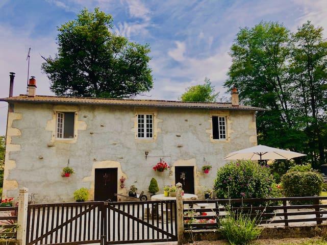 Peyrat-de-Bellac的民宿