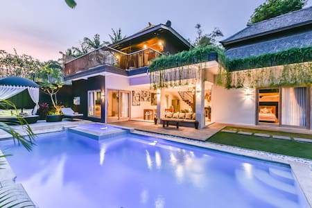 Kathaleya 5, Luxury 5 BR Heart Of Seminyak