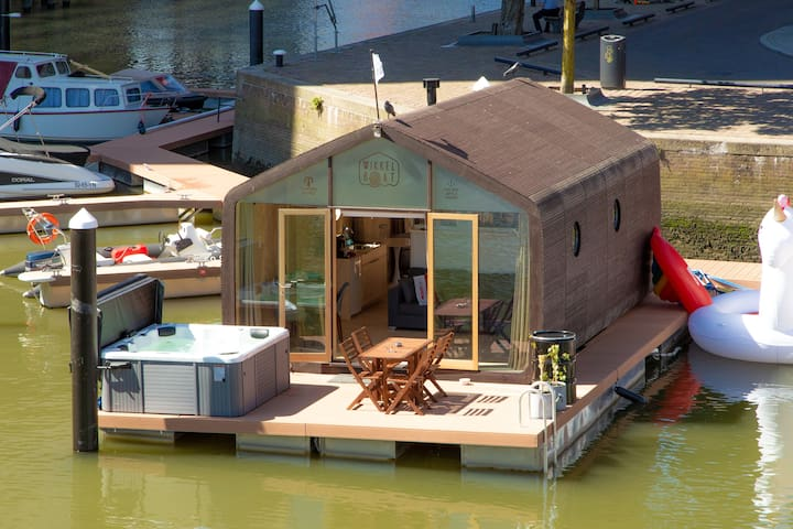 Wikkelboat Nr. 2-free jacuzzi & e-bikes in centre
