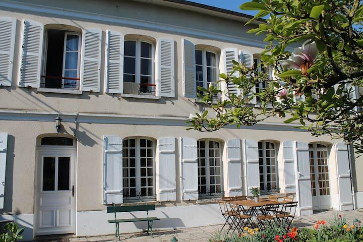 Saint-Étienne-du-Vauvray的民宿