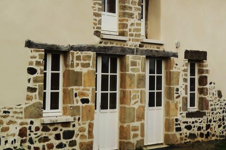 Saint-Thual的民宿