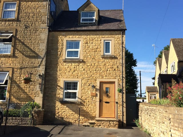 Oakey Cottage, Sleeps 4&Pets, Bourton on the Water
