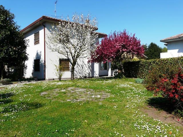 Cassina de' Pecchi的民宿