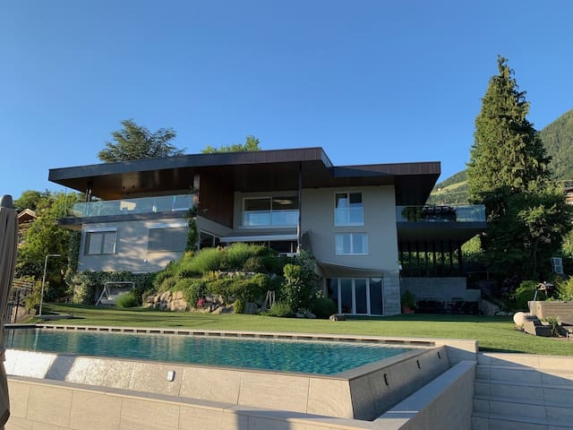 Fantastic Chalet with Exclusive Furnishings, Pool, Whirlpool and Spa Access