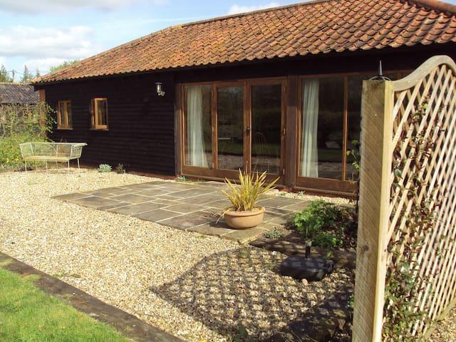 Stubbs Barn Cottage - peaceful rural retreat