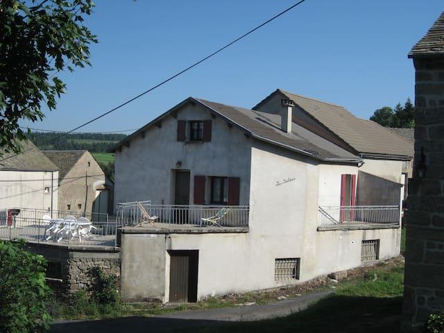 Châteauneuf-de-Randon的民宿