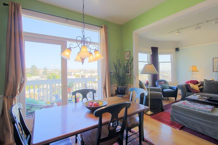 Room w/ a View in the Castro!